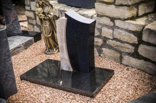 2 teiliges Denkmal in Indian Black und Kashmir gold poliert