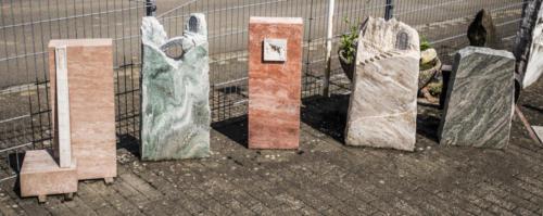 Auswahl einiger Denkmäler die bei auch bei uns am Lager zu sehen sind